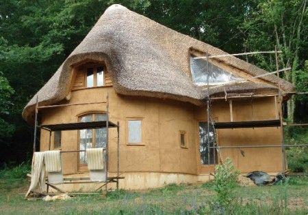 Terminata la costruzione della prima casa di balle di for Piani di casa di balle di paglia